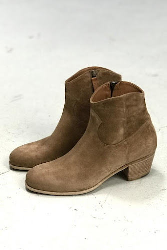 Boots camarguaises daim sable Elia Maurizi