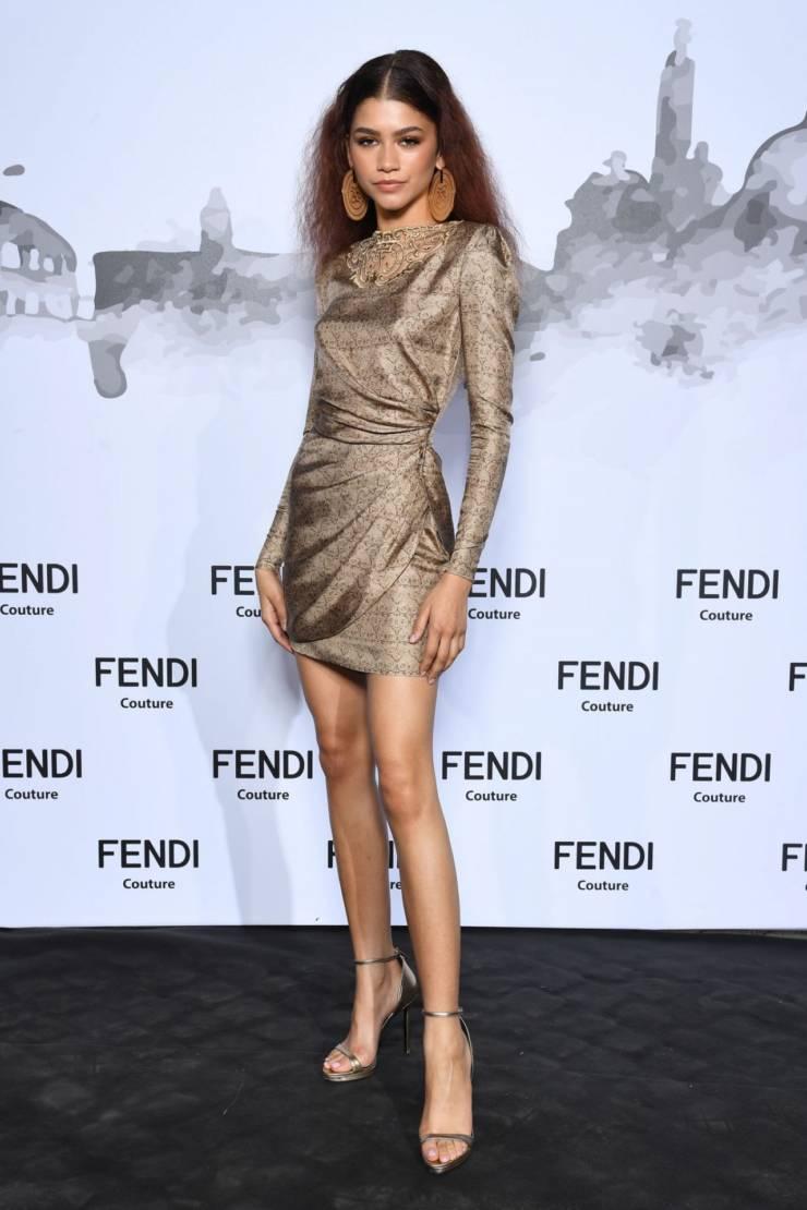 American Actress Zendaya Hot Long Cross Legs Show
