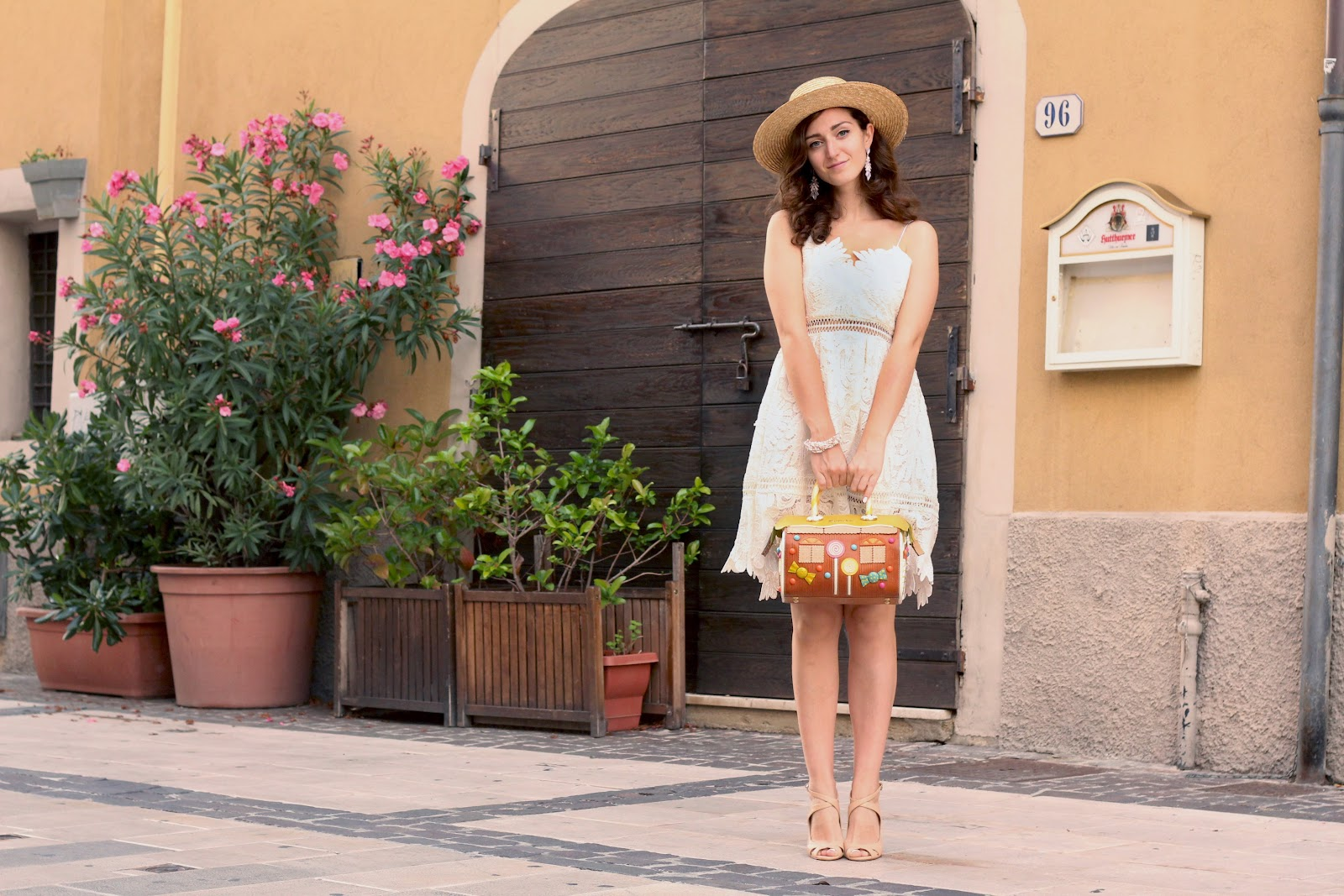 fashion style blogger outfit ootd italian girl italy trend vogue glamour pescara chicwish lace dress white zara shoes heels sandals braccialini marzapane marzipan bag borsa bijou brigitte hm