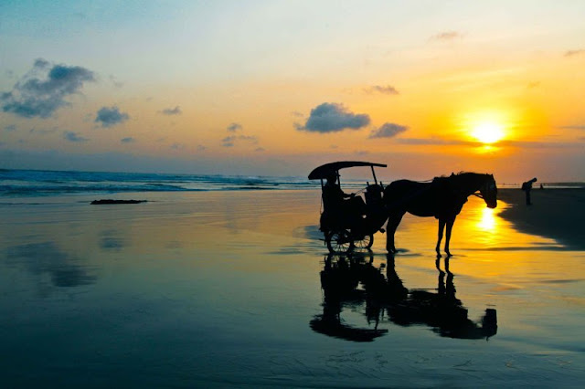 Pantai Parangtritis yang Mistis Nan Romantis