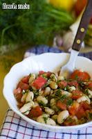(salatka z bialej fasolki w sosie koperkowym