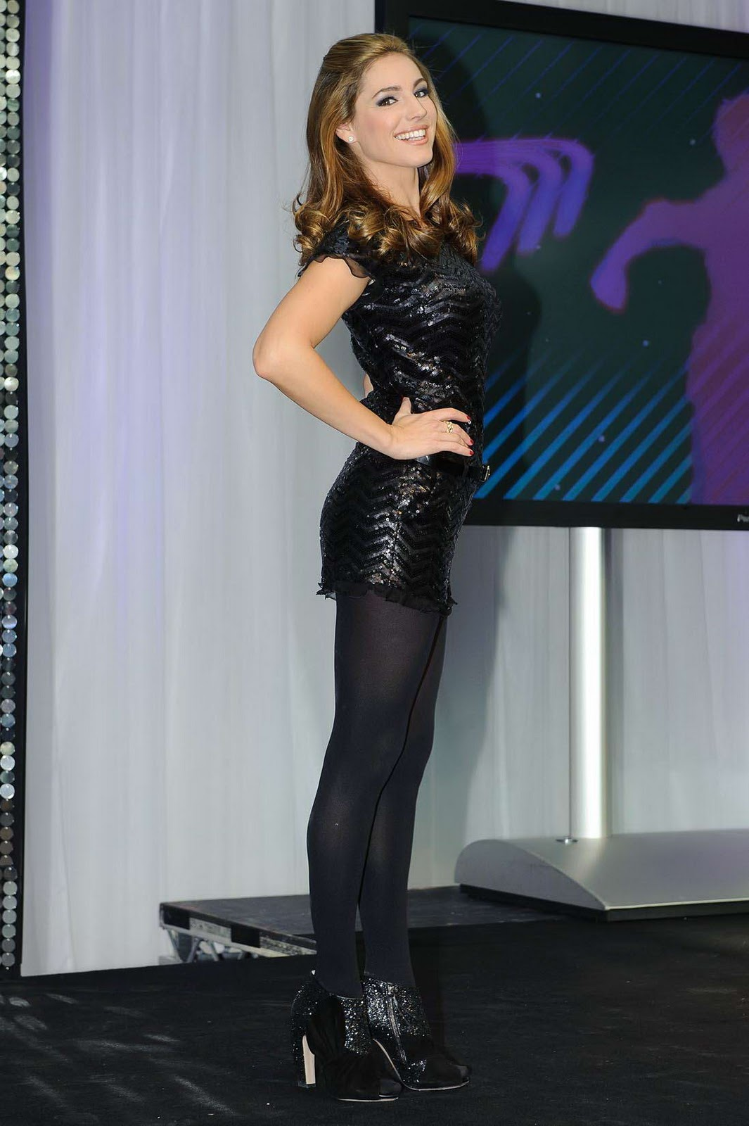 News Feed: Kelly Brook Show Back Glimmer