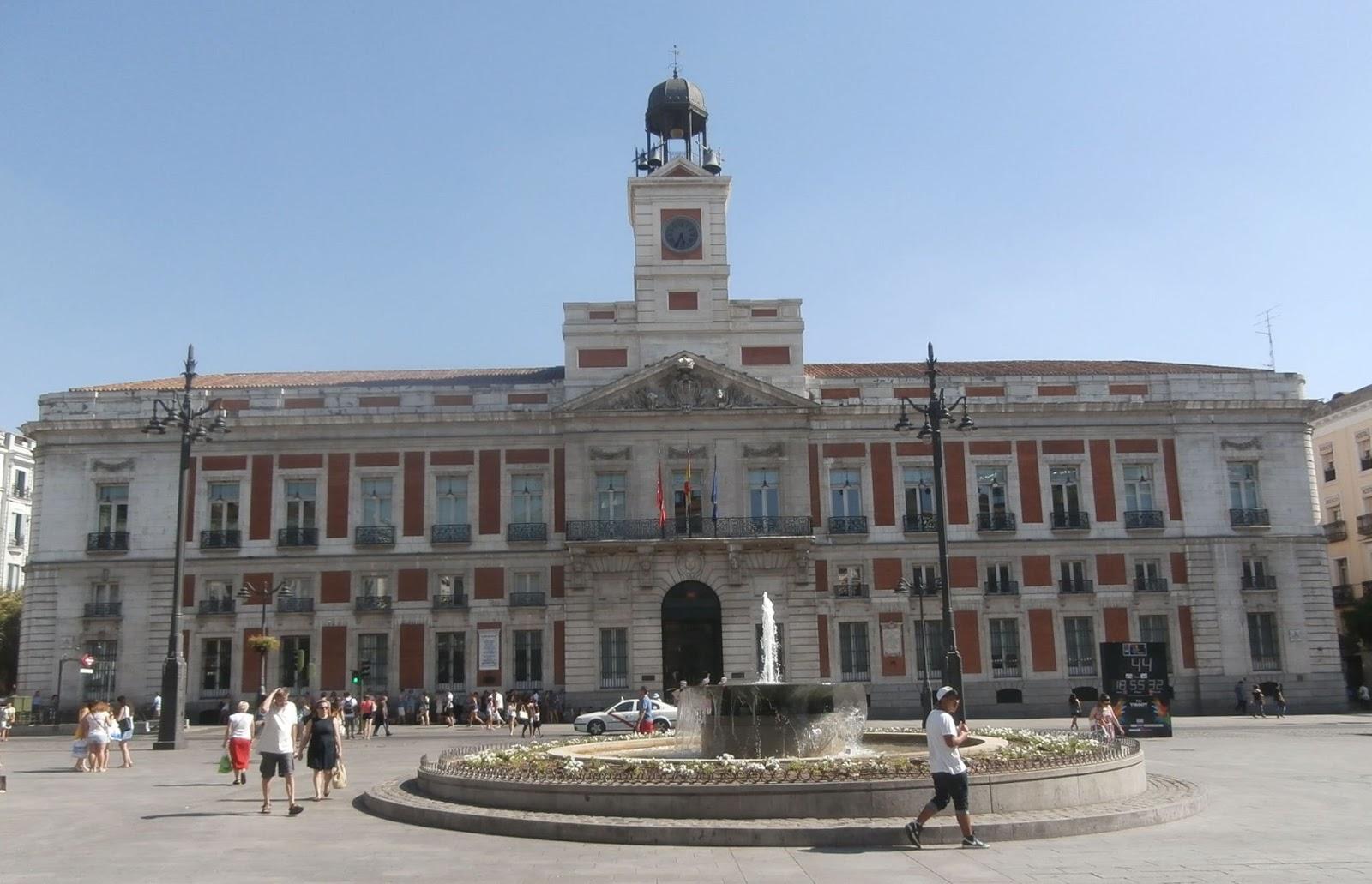 Banderas republicanas voces desde el palacio del horror for Correo comunidad de madrid