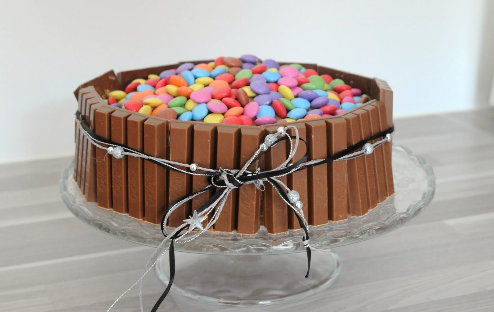 13 desserts chacun g teau kit kat et smarties pour un anniversaire. Black Bedroom Furniture Sets. Home Design Ideas