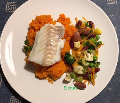 Torskrygg med morotspuré, bönsallad och Ajvarsås