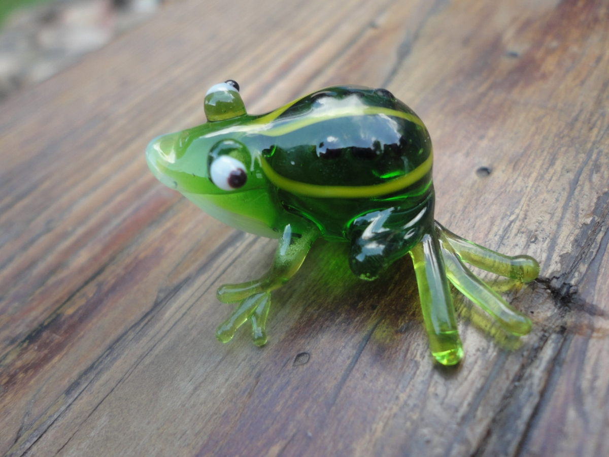 15-Green-Frog-Nikita-Drachuk-Glass-Symphony-with-Lampwork-Glass-Animals-www-designstack-co