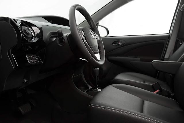 Novo Toyota Etios Automático - interior