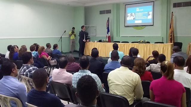 Máx García impartió Conferencia Más que ruido en Cotuí