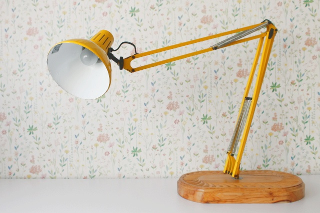 flexo-brazo-articulado-reciclado-lampara-mesa