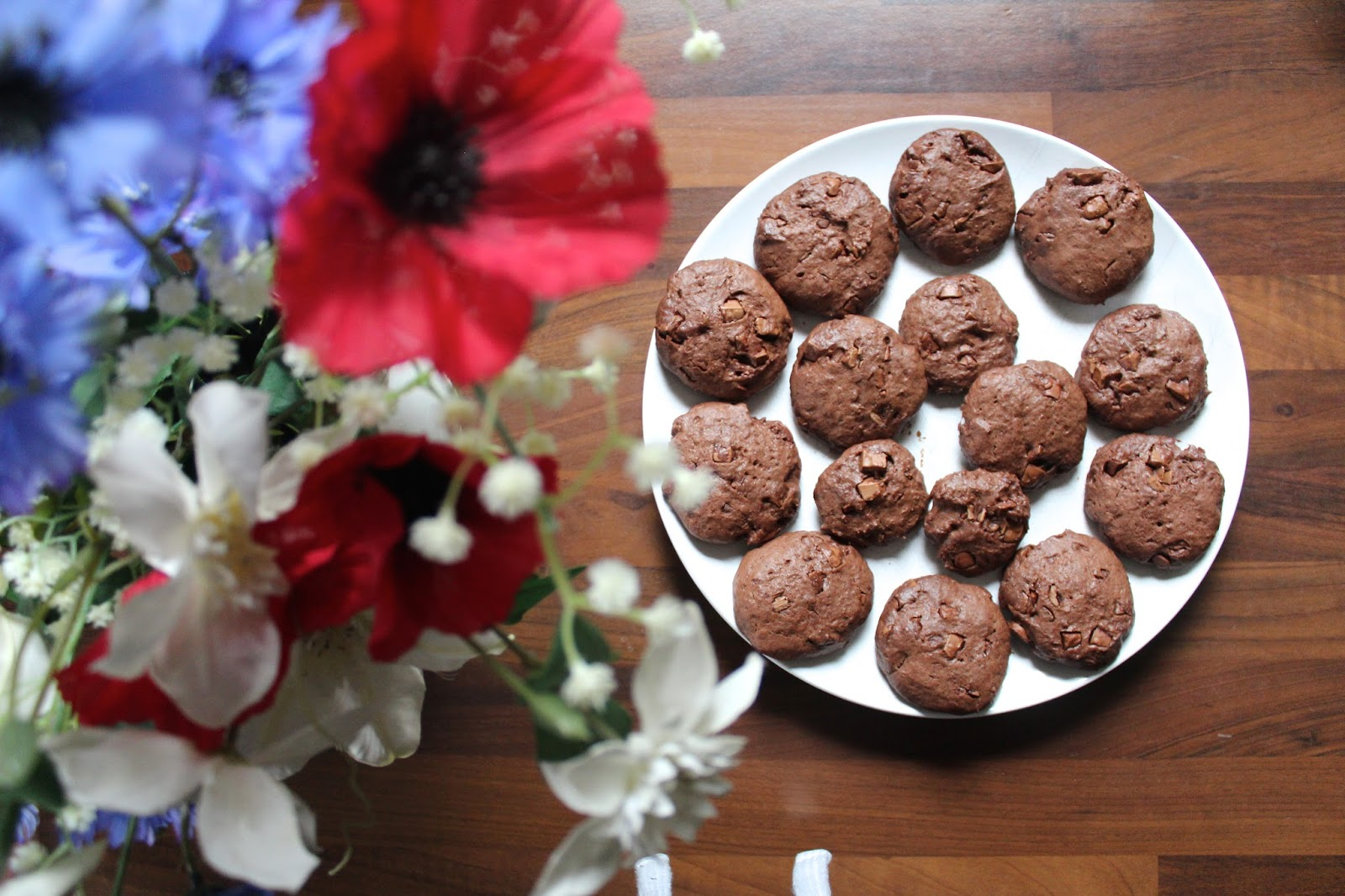 beauty lifestyle bloggers youtube blog post baking double chocolate chip cookie recipe instagram kirstie pickering
