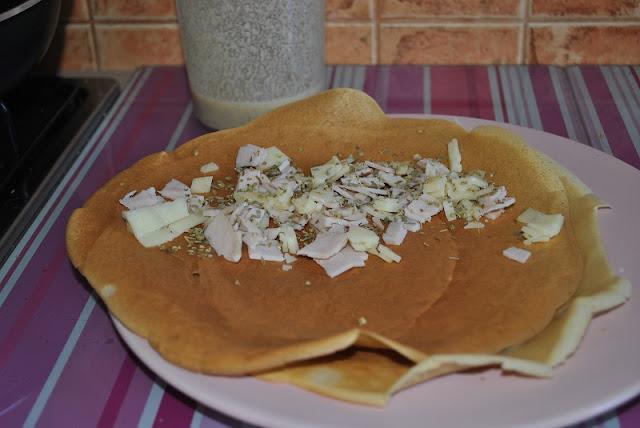 Orkiszowo- owsiane naleśniki z szynką, serem i oregano. Przepis.