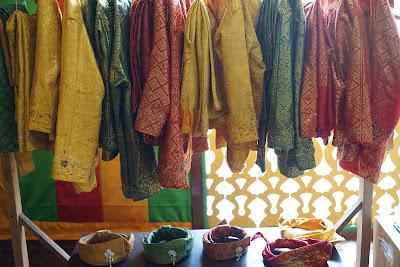 Baju Sewaan di Rumah Dewan Adat Pulau Penyengat