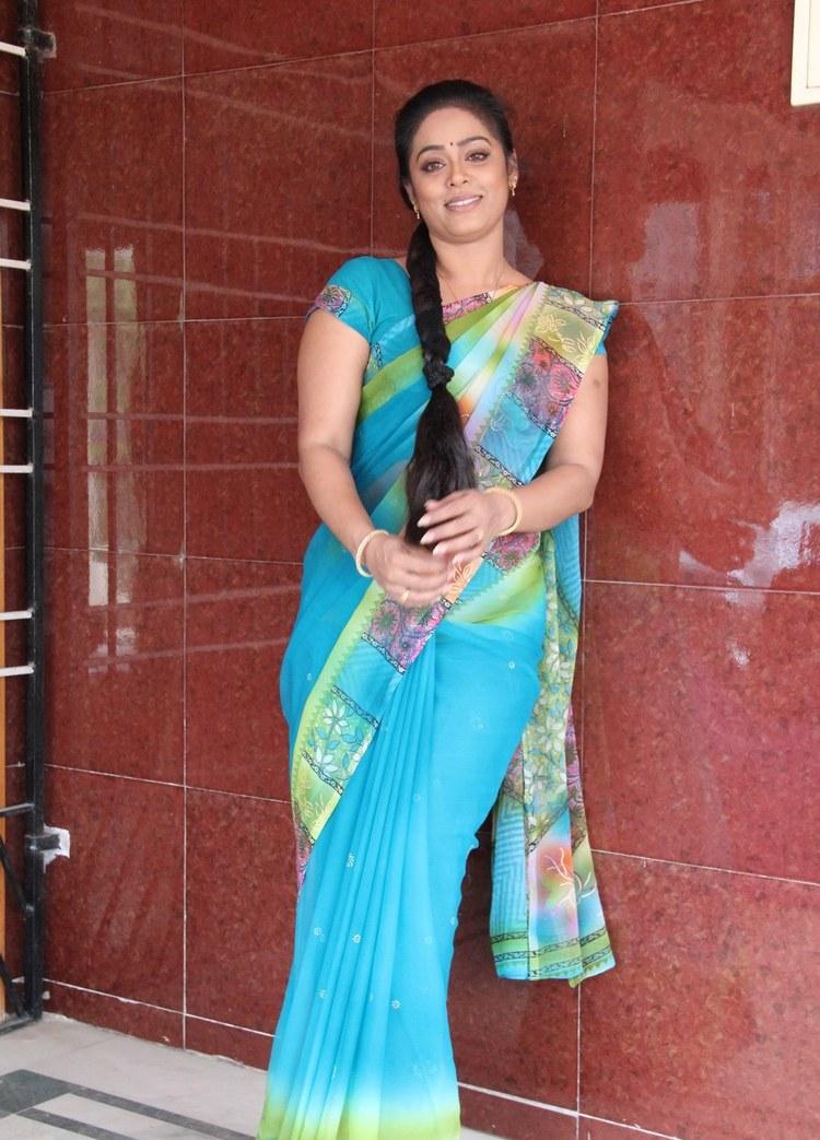 Tv Serial Actress Devi Priya Hot In Saree - Sa -2349
