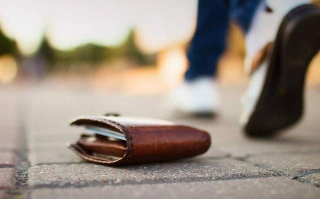 Πυροσβέστης βρήκε πορτοφόλι με 3.000 ευρώ και το παρέδωσε