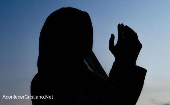 Musulmana se convierte a Cristo tras conocer el Evangelio