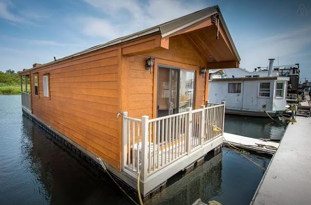 Rockaway Beach Floating Cabin Exterior