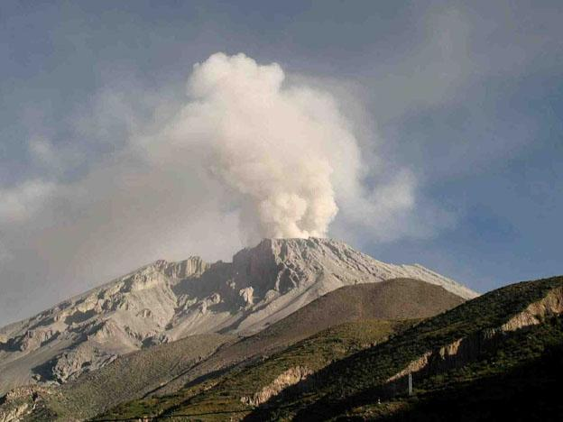 For the first time in recorded history Peru is host to two volcanoes seeing continuous eruptions. 624x468