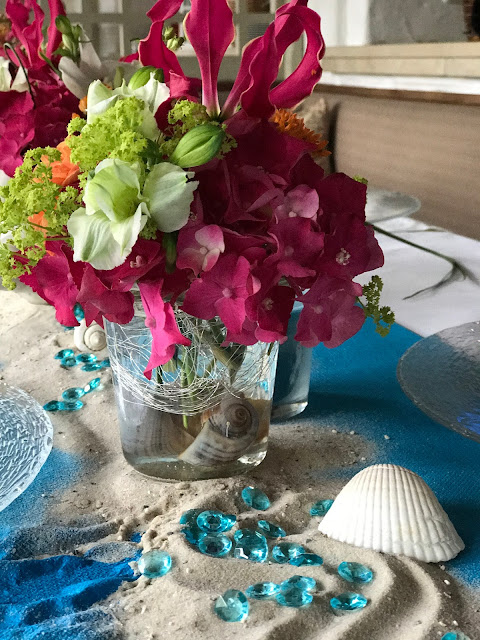 Tischblumen Pink, exotisch heiraten, Malediven Karbiik-Hochzeit im Seehaus, Riessersee Hotel Garmisch-Partenkirchen Bayern, Hochzeitsplanerin Uschi Glas