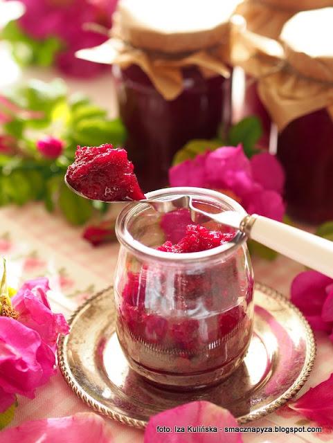 konfitury, roza pomarszczona, platki rozy, przetwory, dzem, pachnace konfiturki, kwiaty rozy, konfitura rozana, tradycyjna metoda, domowej produkcji