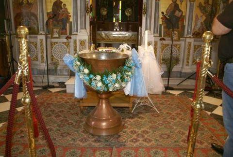 Χαμός σε βάφτιση στην Λαμία: Πεθερικά πιάστηκαν στα χέρια για το... όνομα!