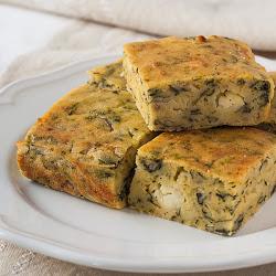 Kukuruzna proja sa sirom, spanaćem i lukom