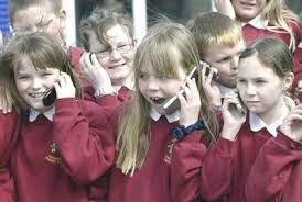 il genitore migliore regala il telefonino di ultimo grido! Il genitore migliore regala il telefonino di ultimo grido! images 2