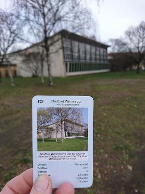 Die Karte Stadtbad Wilmersdorf 1 des Schwimmbadquartetts vor dem Stadtbad Wilmersdorf I