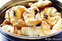 Mini Croissants rellenos de chocolate bañados en almibar