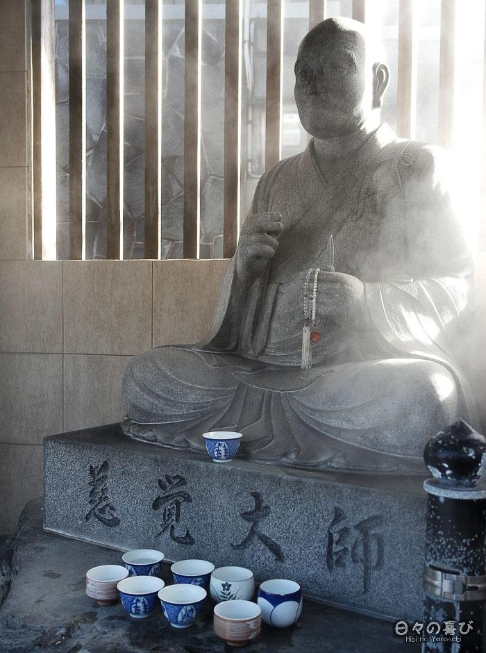 statue d'un moine bouddhiste à Arayu