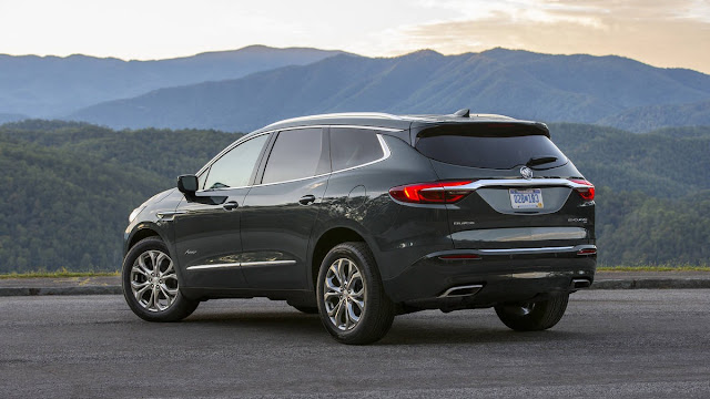 2018 New Buick Enclave Avenir Feel The luxury back view