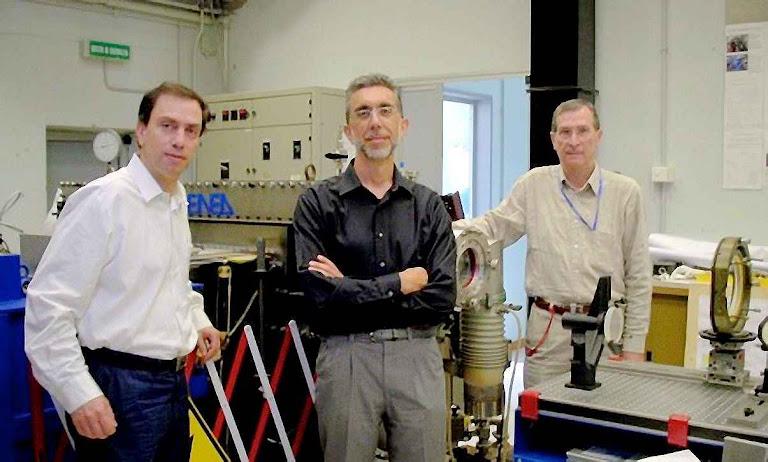 Los expertos Daniele Murra, Paolo Di Lazzaro y Giuseppe Baldacchini que participaron en los trabajos