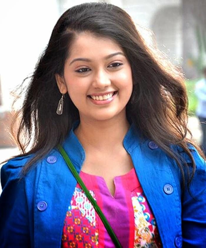 surbhi jyoti hd wallpaper download