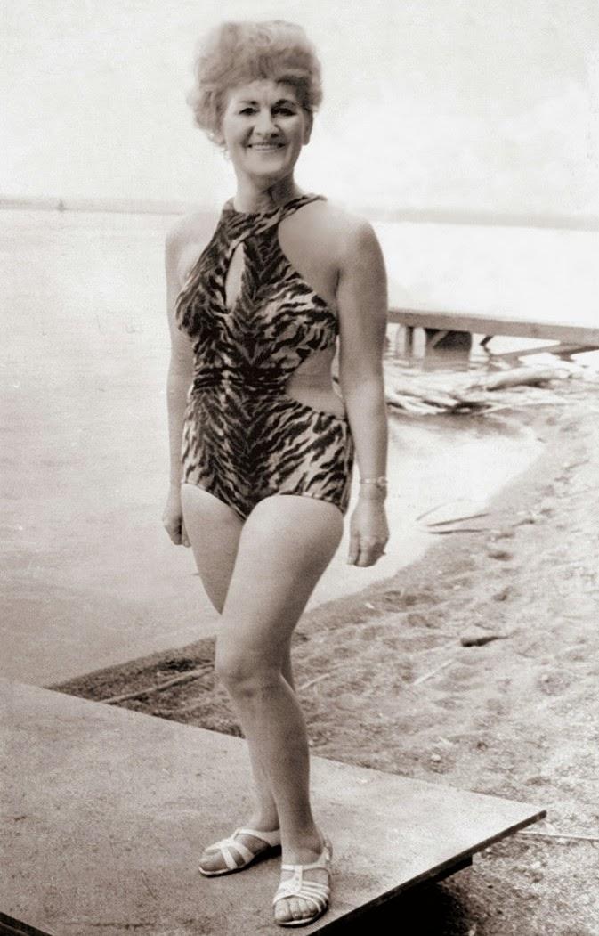 vintage snapshots of dangerous women from between the