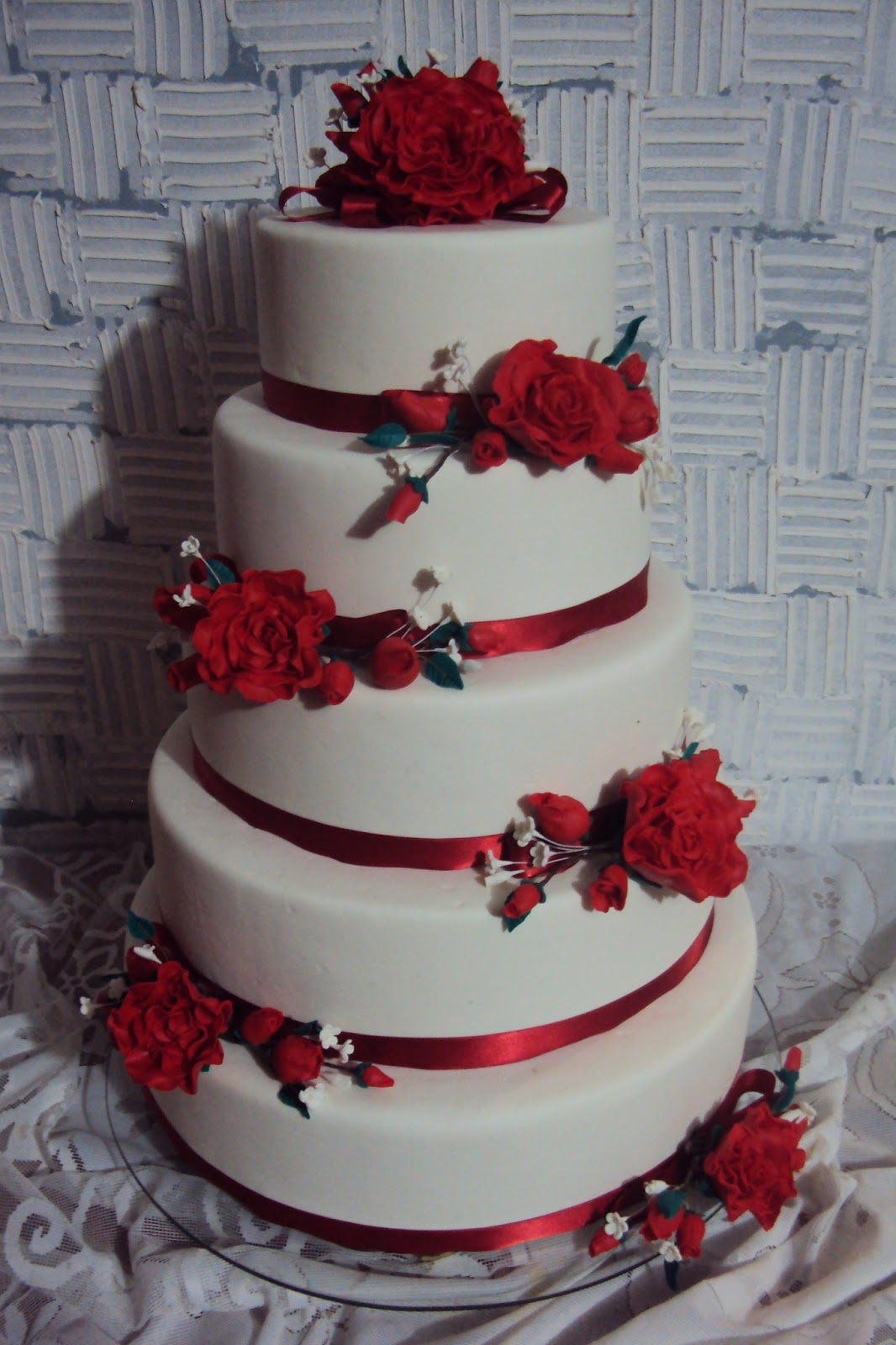 Marjori Bolos Bolo De Casamento Com Rosas Vermelhas