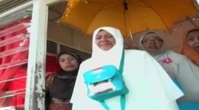 Nuraini, Tukang Cuci yang Naik Haji setelah Menabung 17 Tahun
