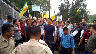 Morcha trade union rally in front of Cinchona director bunglow