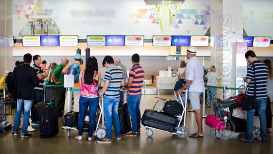 Demora em restituir valor integral de passagem aérea gera indenização