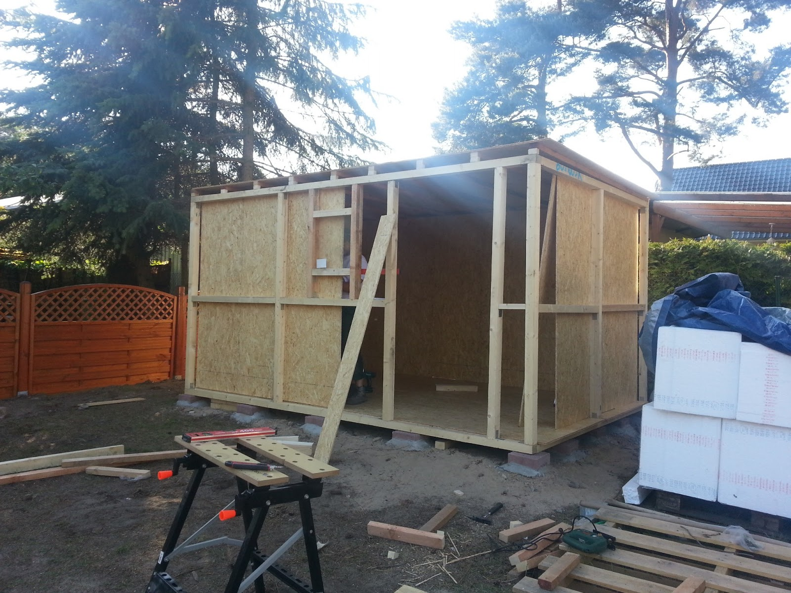 aileen und patrick bauen schuppen teil 3. Black Bedroom Furniture Sets. Home Design Ideas