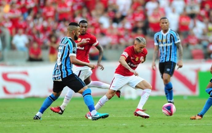 O Grêmio seguia melhor e teve sua terceira oportunidade aos 7 minutos.  Dessa vez d5bcf64687c30