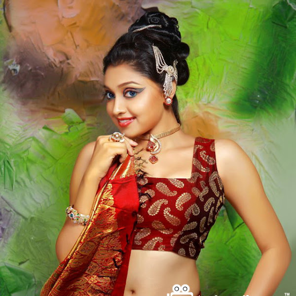 Sija Rose hot navel show