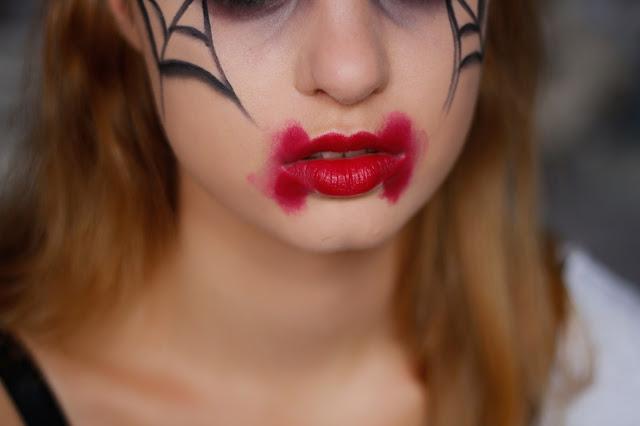 usta z krwi halloween