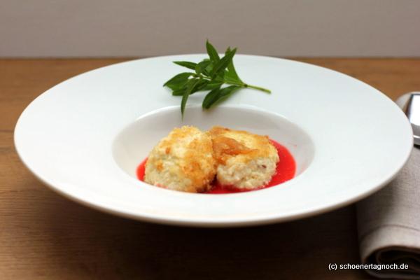 Süßes Hauptgericht: Quarknocken mit Erdbeer-Sauce