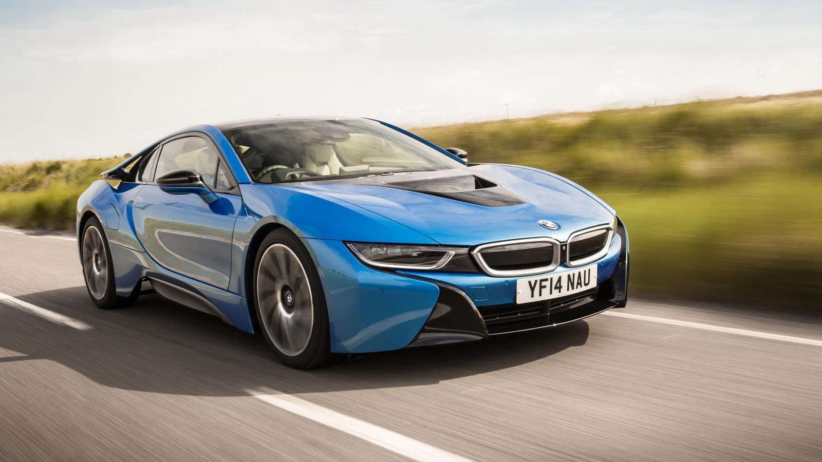 BMW i8 - tăng tốc từ 0 - 100 km/h trong 4.4secs