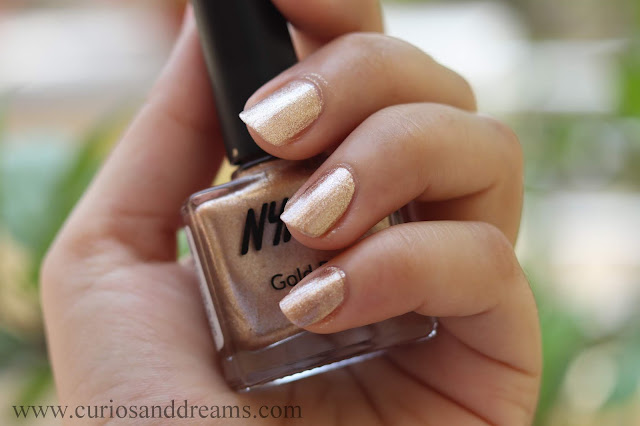 Nykaa nail polish, Nykaa gold rush nail polish, review, swatch, Lost in Gold