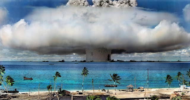 foto test senjata nuklir pada tahun 1946 di Bikin Atoll