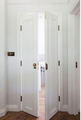 model pintu kamar mandi putih mewah