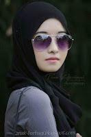 Foto Cewek Cantik Berjilbab Pakai Kacamata Terbaru