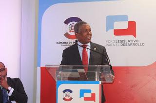 Senador de Bahoruco  favorece una agenda legislativa regional común