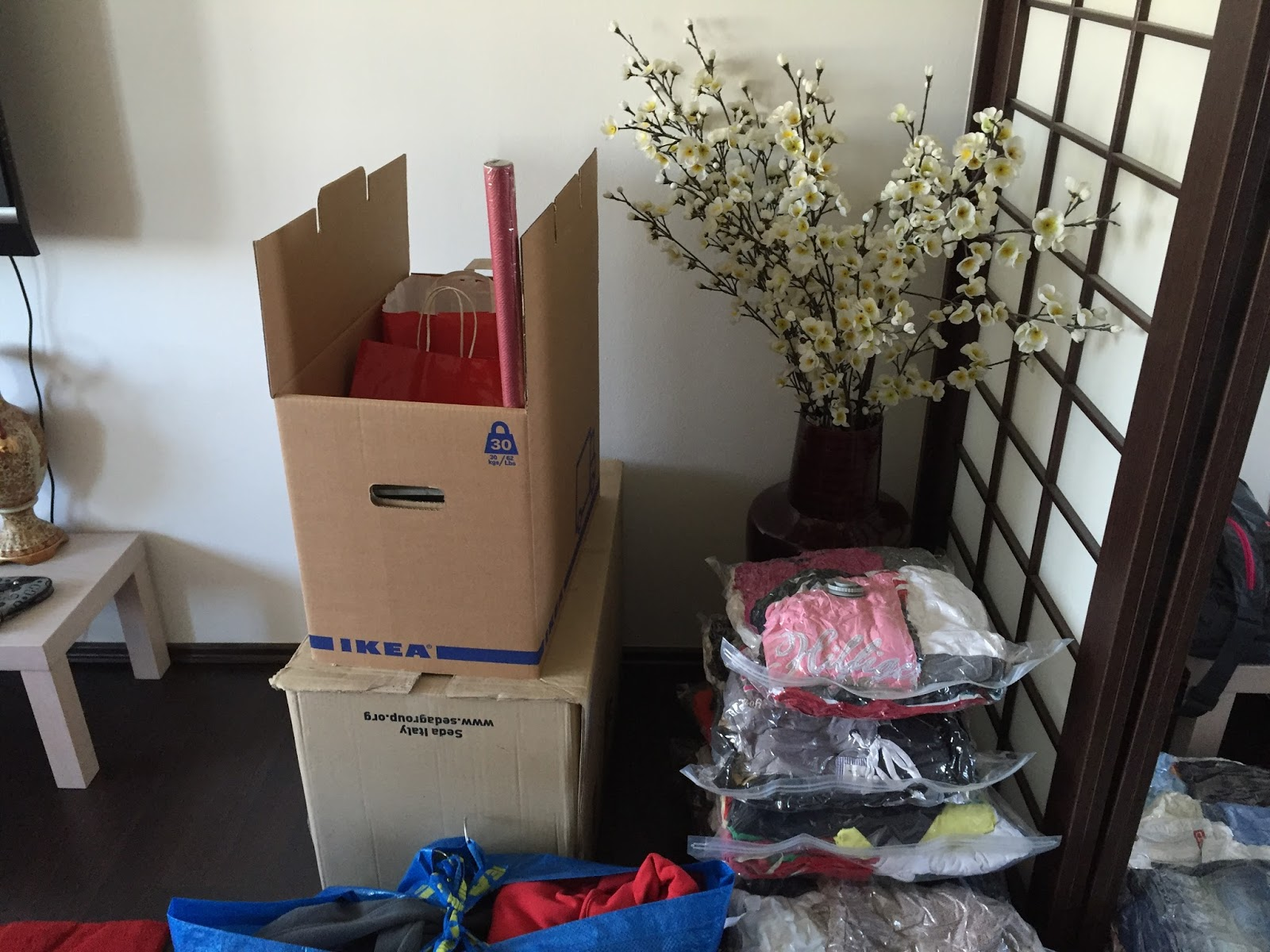 krabice na stěhování Ikea a Space bag