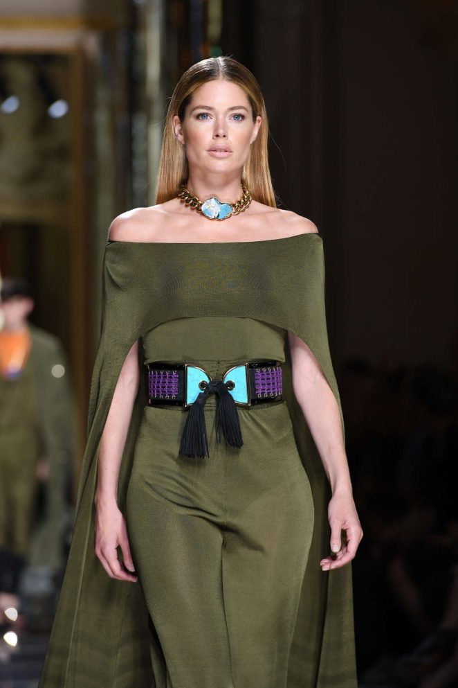 Doutzen Kroes walks the Balmain Menswear Spring/Summer 2017 Show in Paris